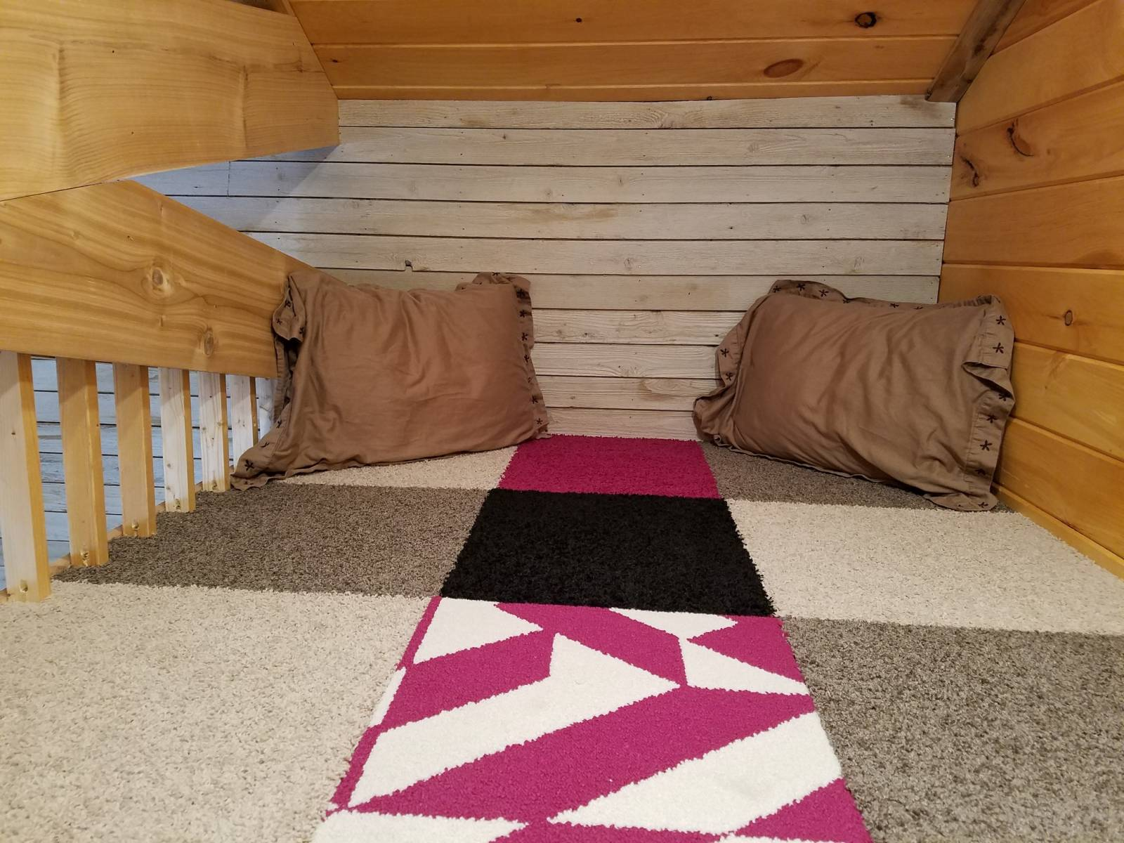 Perfect hideaway in the loft. Great for a teenager.